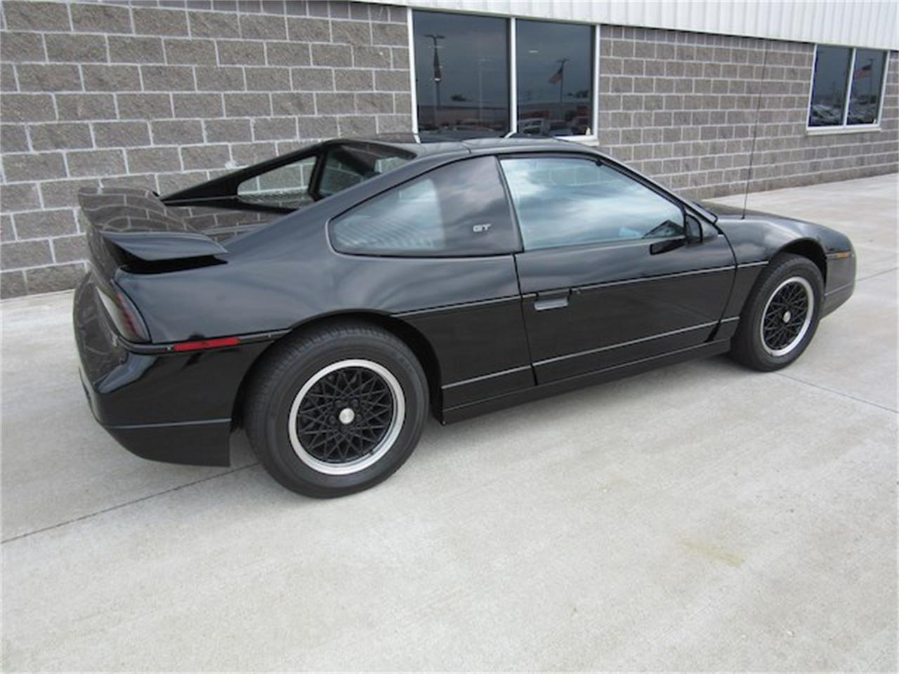 Large Picture of '88 Pontiac Fiero - NVQQ