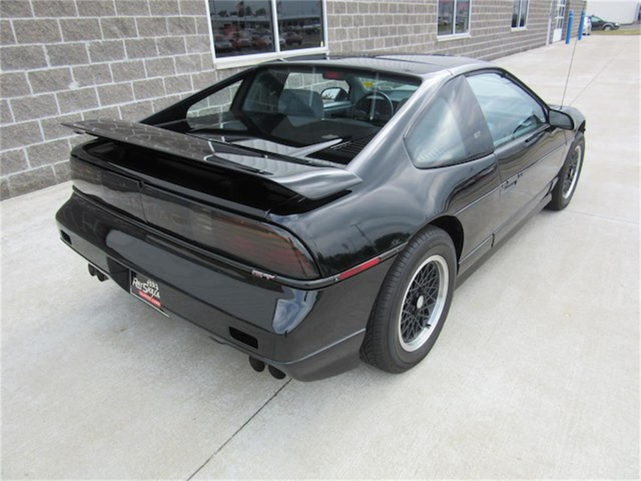 Large Picture of '88 Pontiac Fiero located in Greenwood Indiana - NVQQ