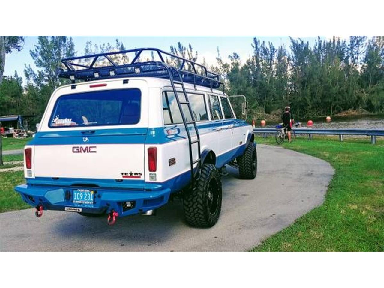 Large Picture of Classic 1972 Suburban - O2Y7