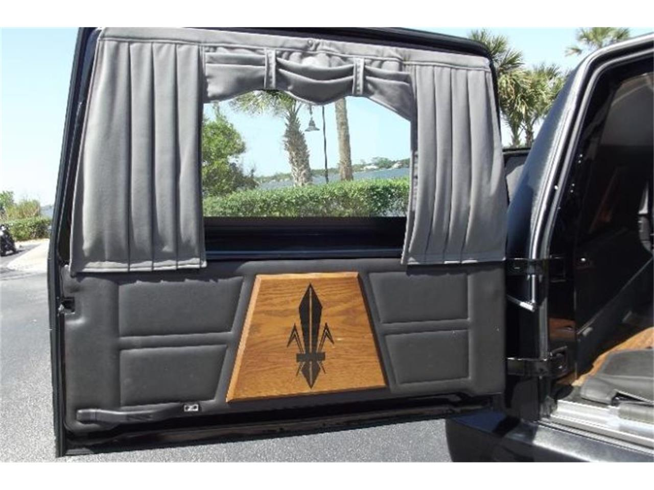 Large Picture of '11 Hearse - O53V