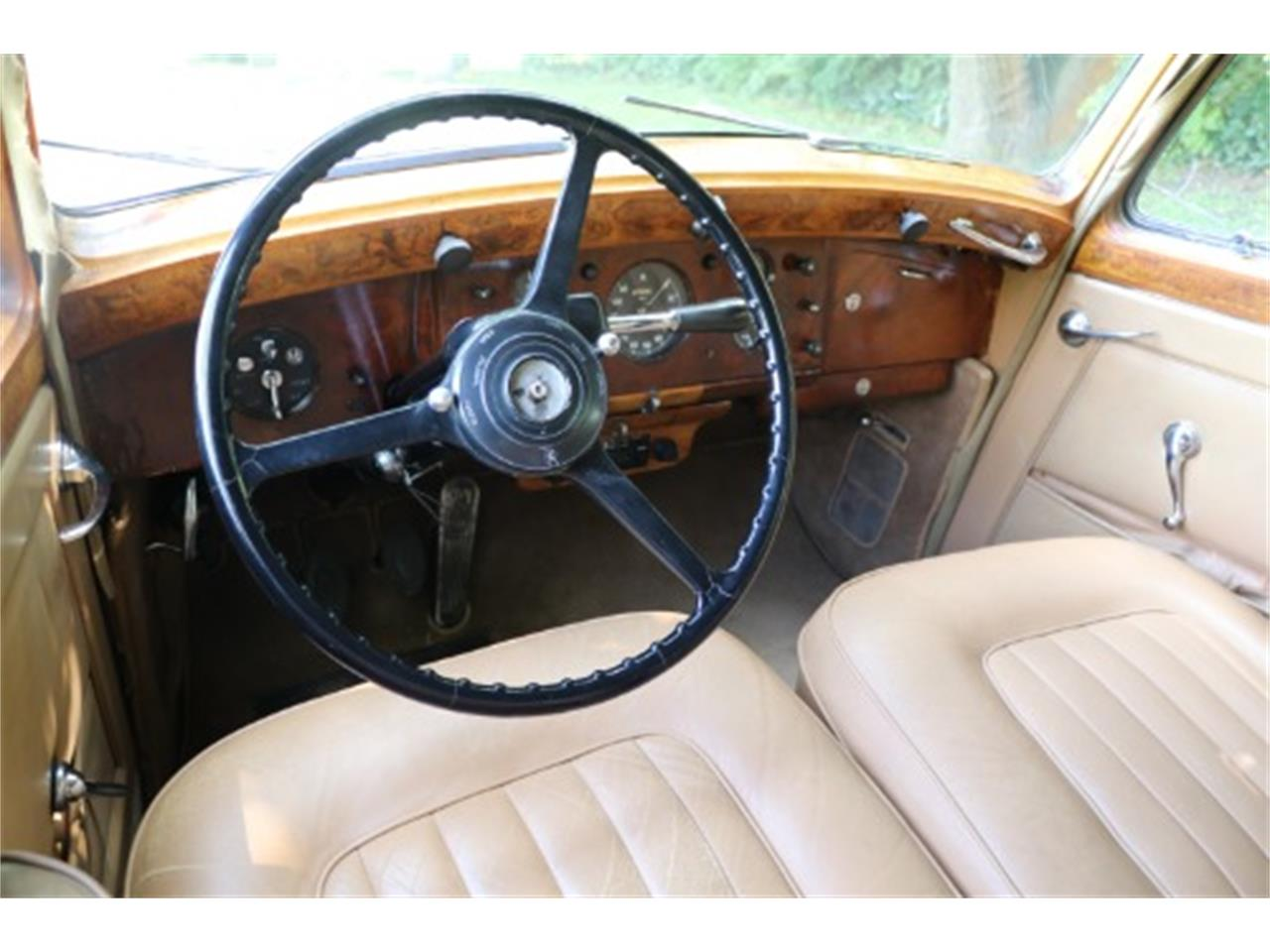 Large Picture of Classic '52 Rolls-Royce Silver Dawn located in Astoria New York Offered by Gullwing Motor Cars - O6NO