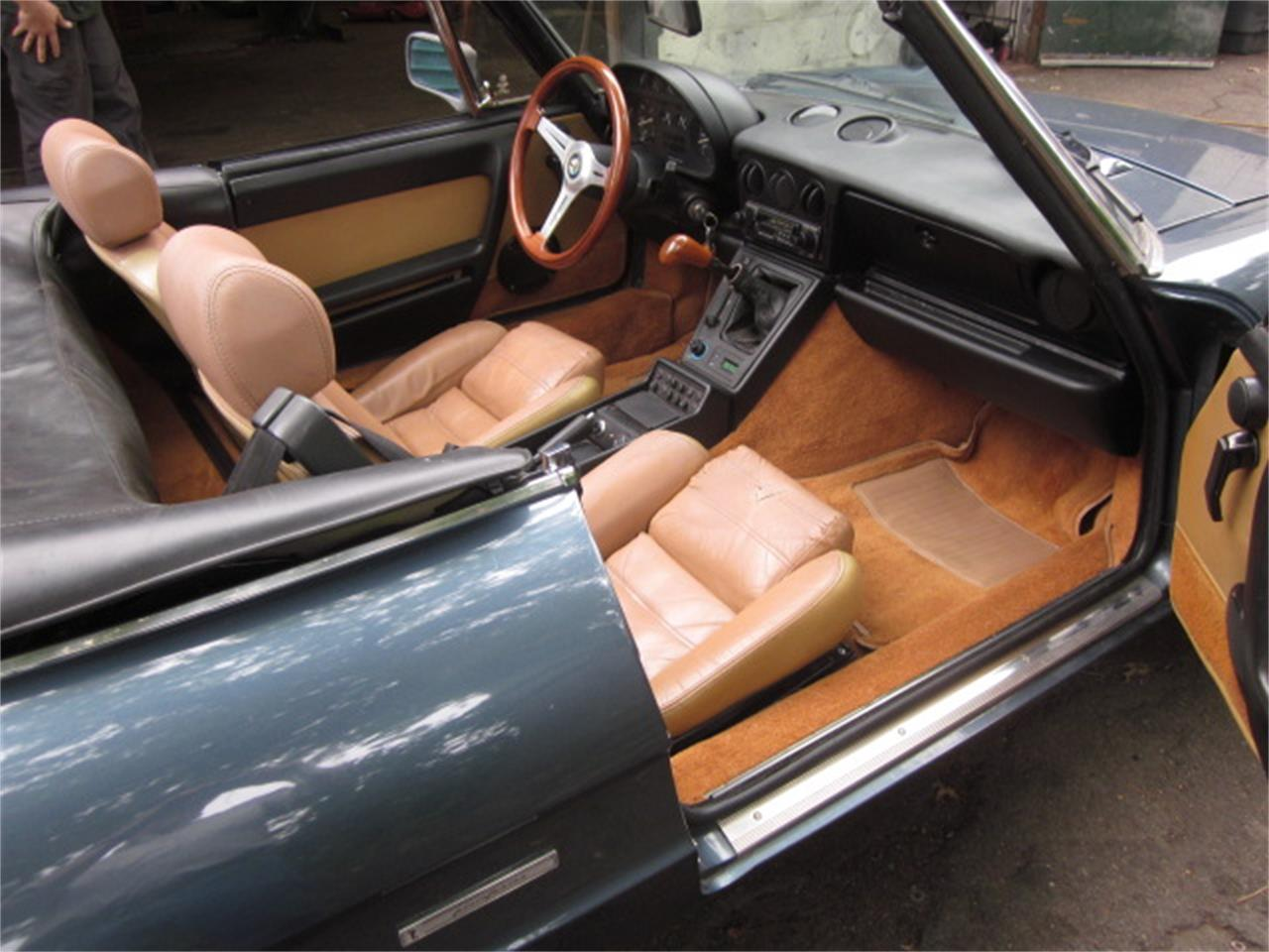 Large Picture of 1987 Alfa Romeo 2000 Spider Veloce located in Stratford Connecticut - O72H