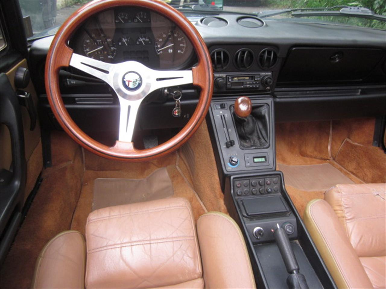 Large Picture of 1987 Alfa Romeo 2000 Spider Veloce Offered by The New England Classic Car Co. - O72H