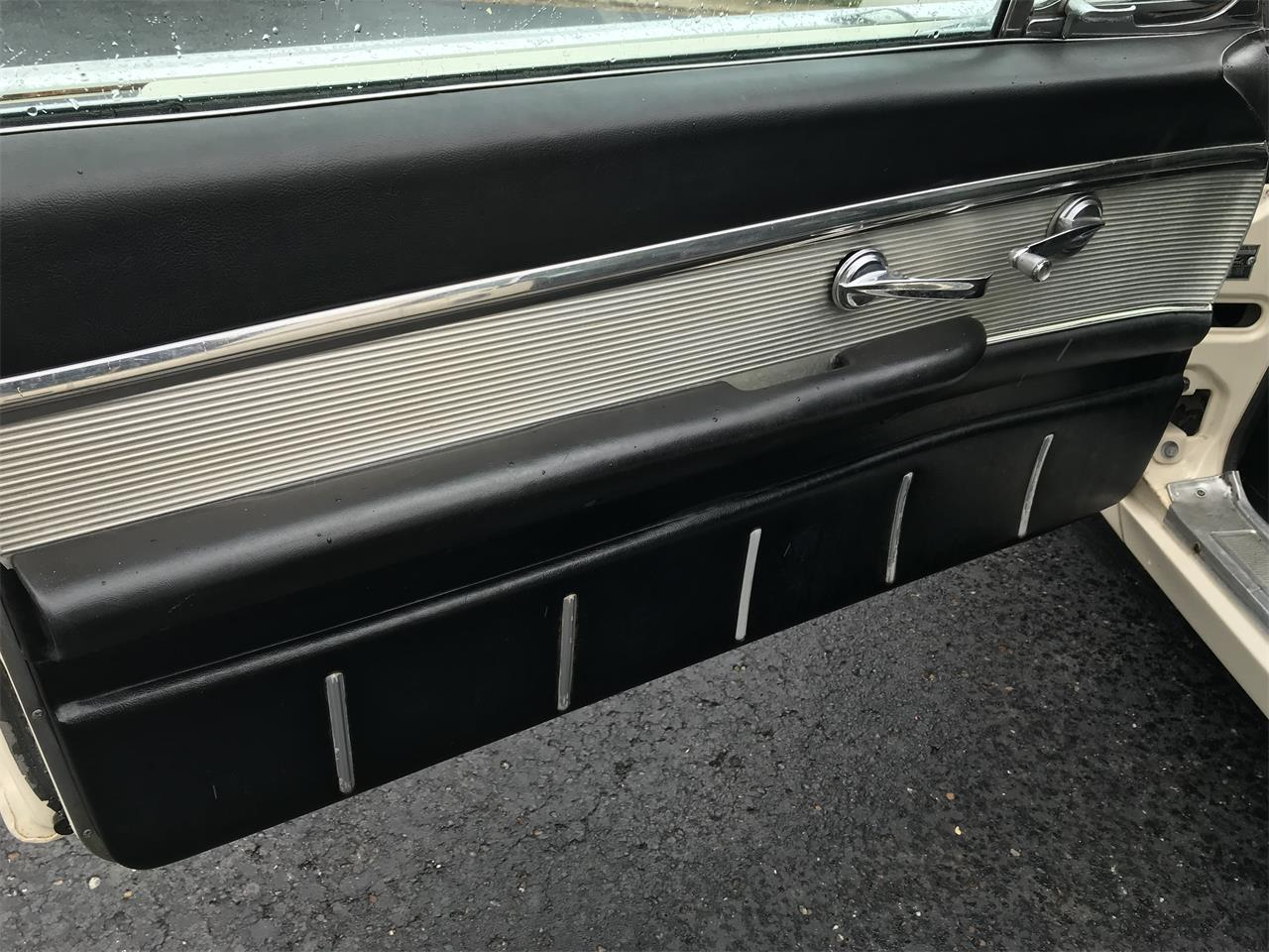 Large Picture of '62 Thunderbird - O78Y