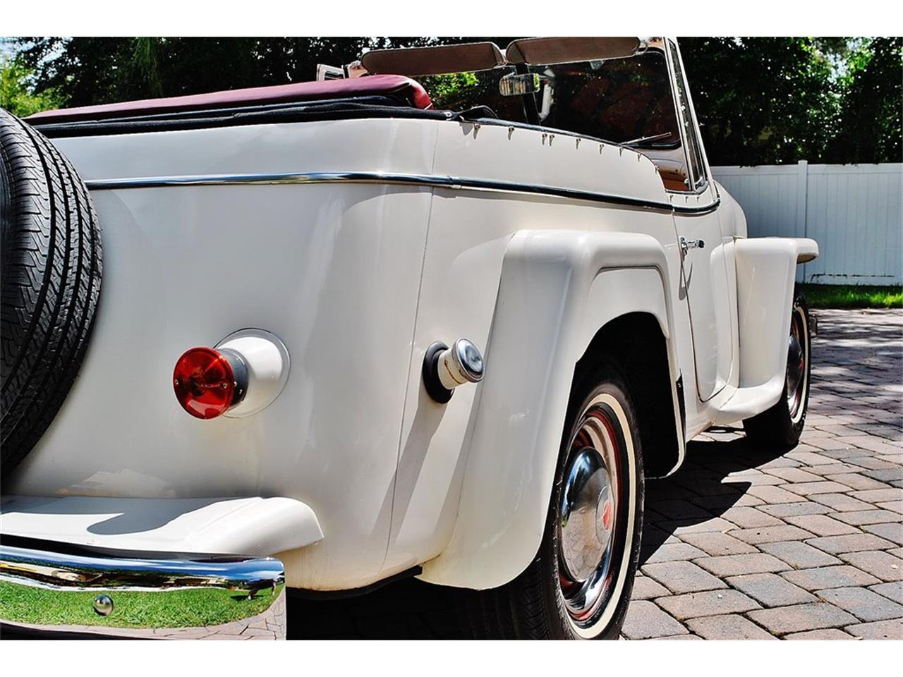 Large Picture of Classic 1950 Jeepster located in Lakeland Florida - O7F5