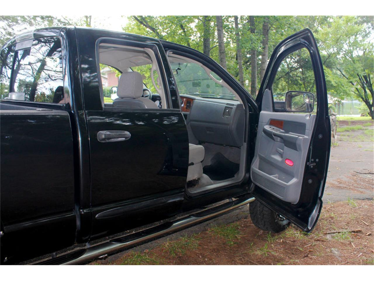 Large Picture of 2006 Dodge Ram located in Lenoir City Tennessee - O91U