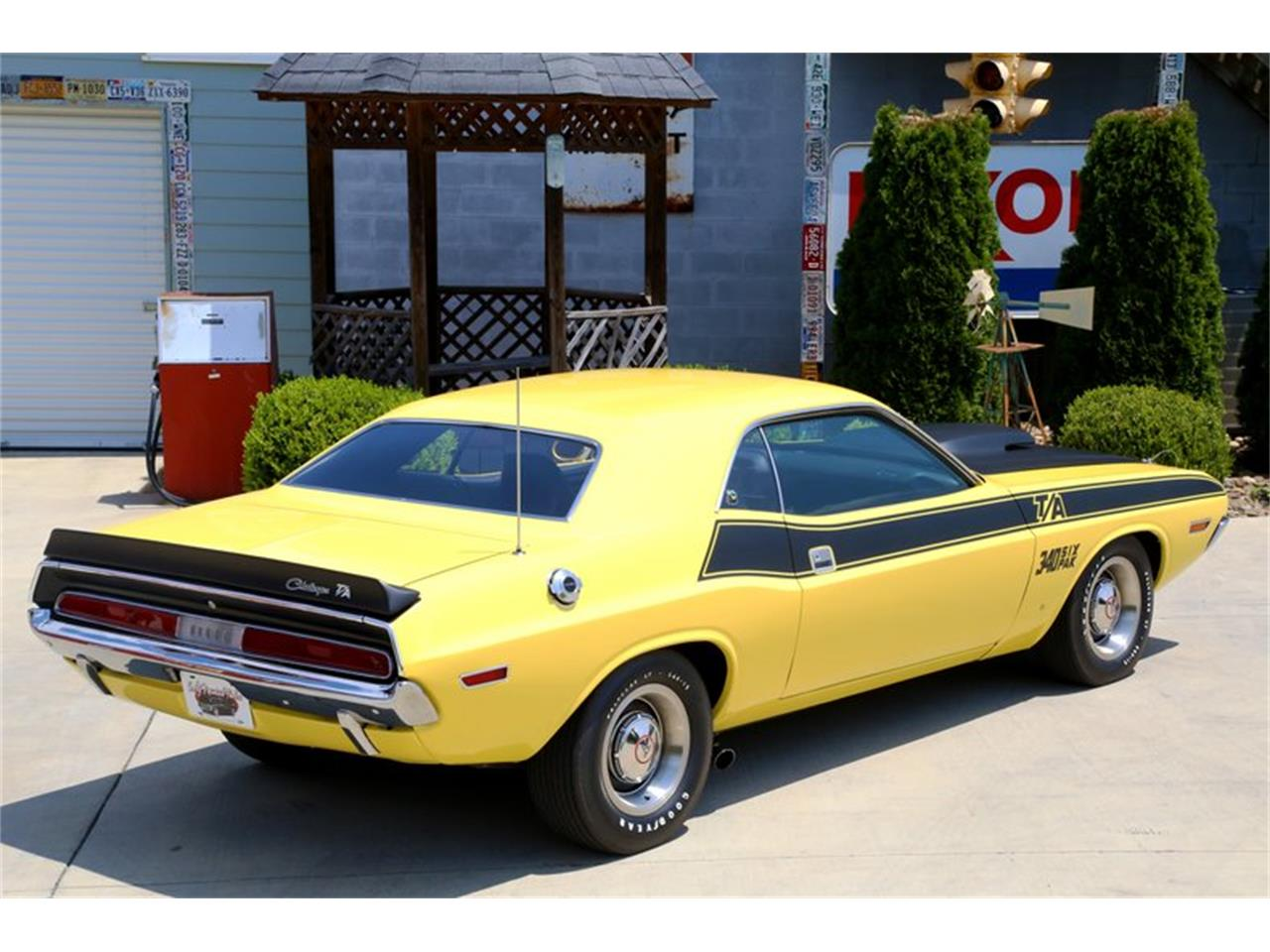 Large Picture of '70 Challenger - O9XQ