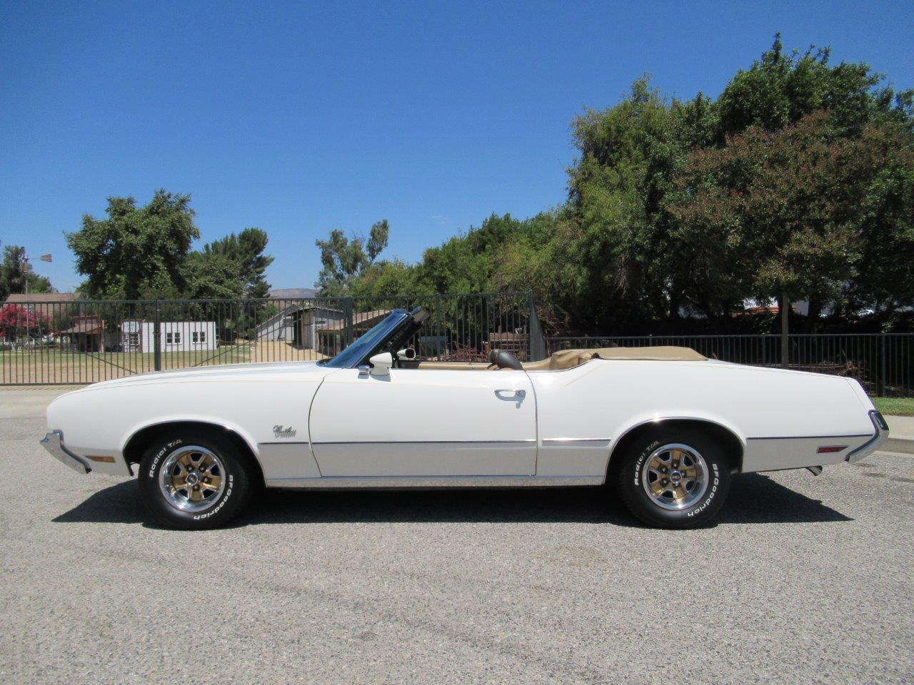 Large Picture of '72 Cutlass Supreme located in California - $27,900.00 Offered by California Cars - OAPR
