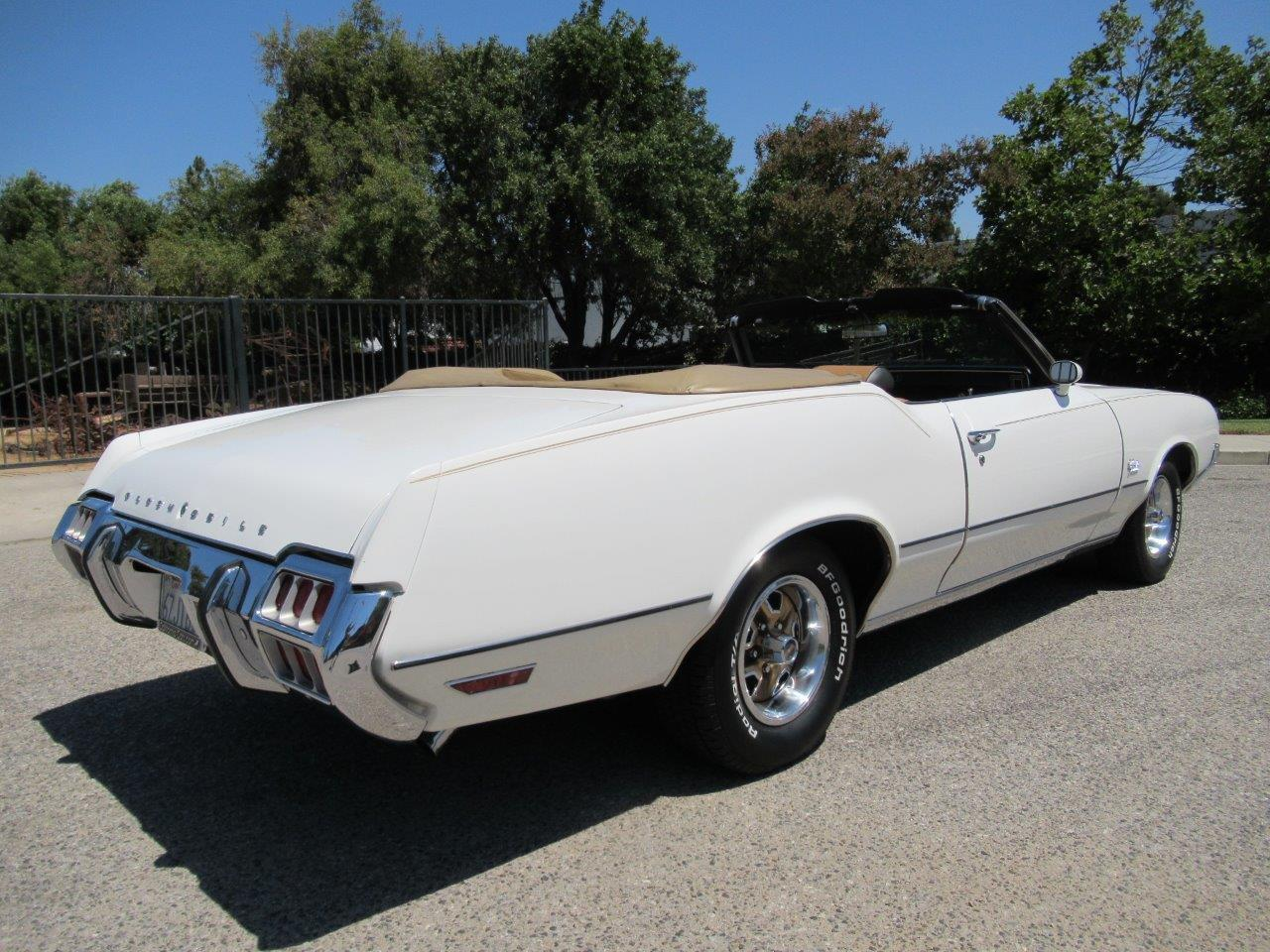 Large Picture of 1972 Cutlass Supreme located in California Offered by California Cars - OAPR