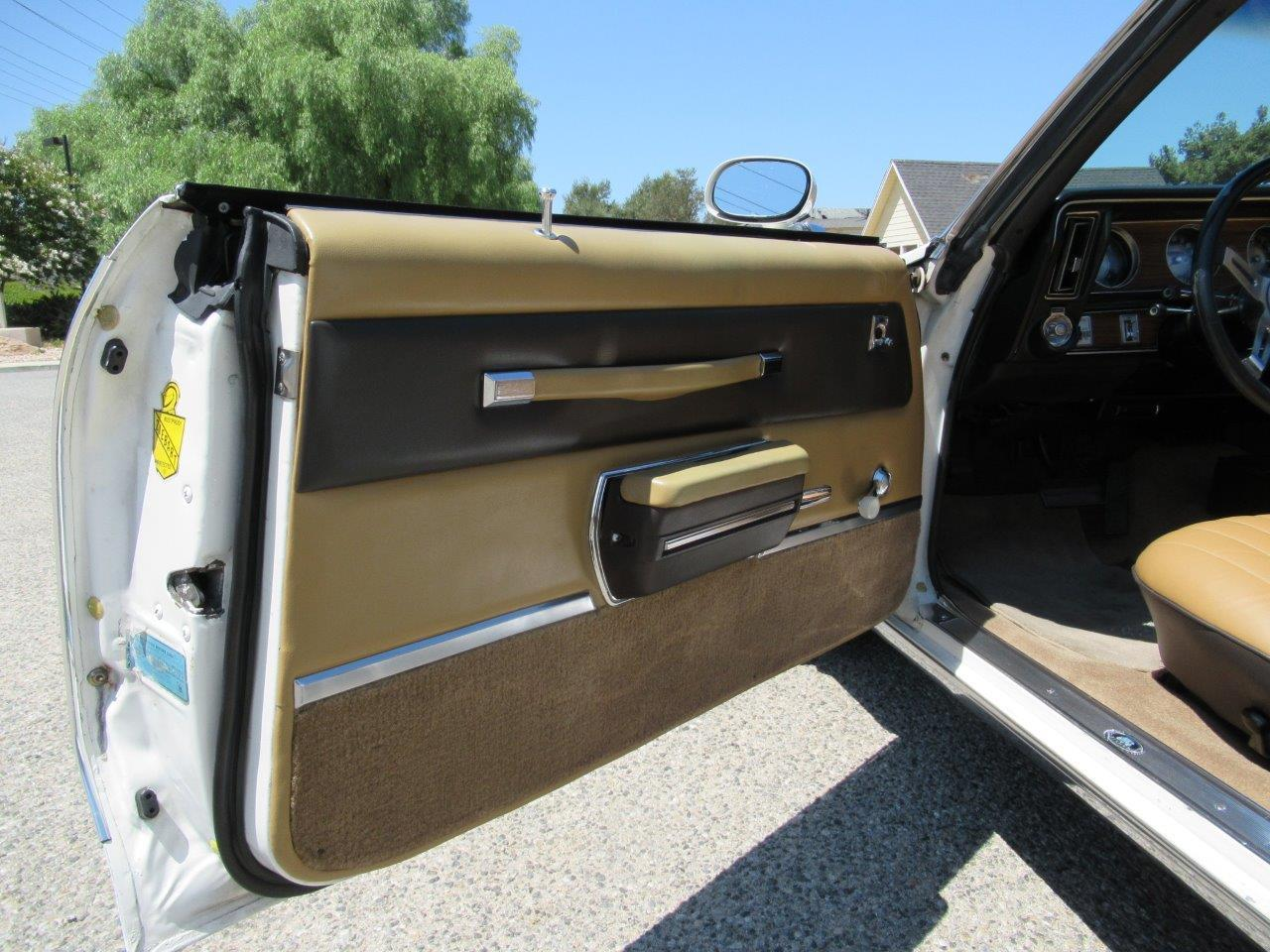 Large Picture of Classic 1972 Cutlass Supreme located in Simi Valley California - OAPR