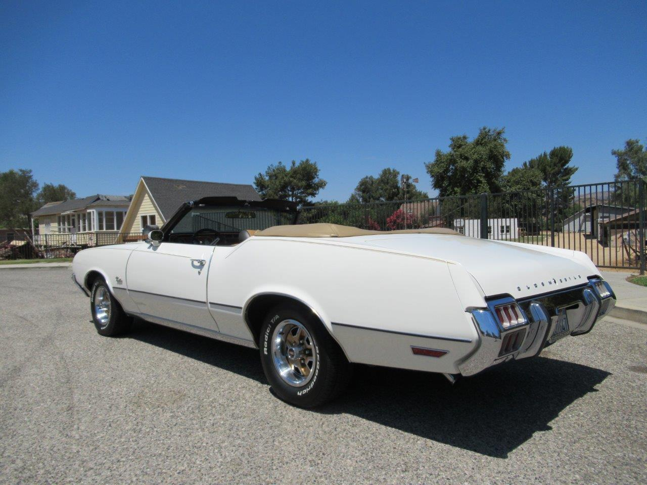 Large Picture of Classic 1972 Cutlass Supreme Offered by California Cars - OAPR
