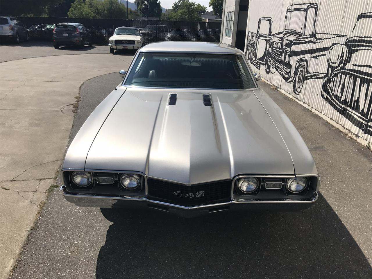 Large Picture of Classic 1968 Oldsmobile 442 located in California - OBCW