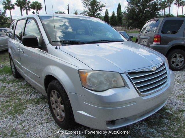 Picture of 2009 Chrysler Town & Country located in Orlando Florida - OBQI