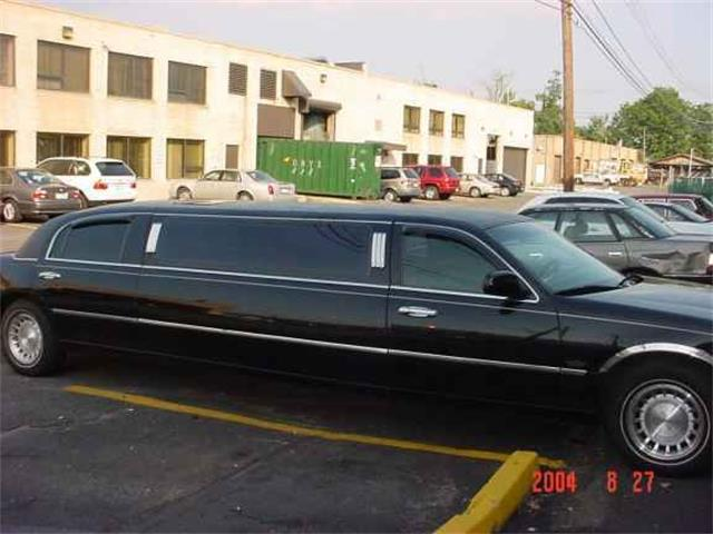 Picture of 2003 Lincoln Limousine located in Stratford New Jersey - OCFC