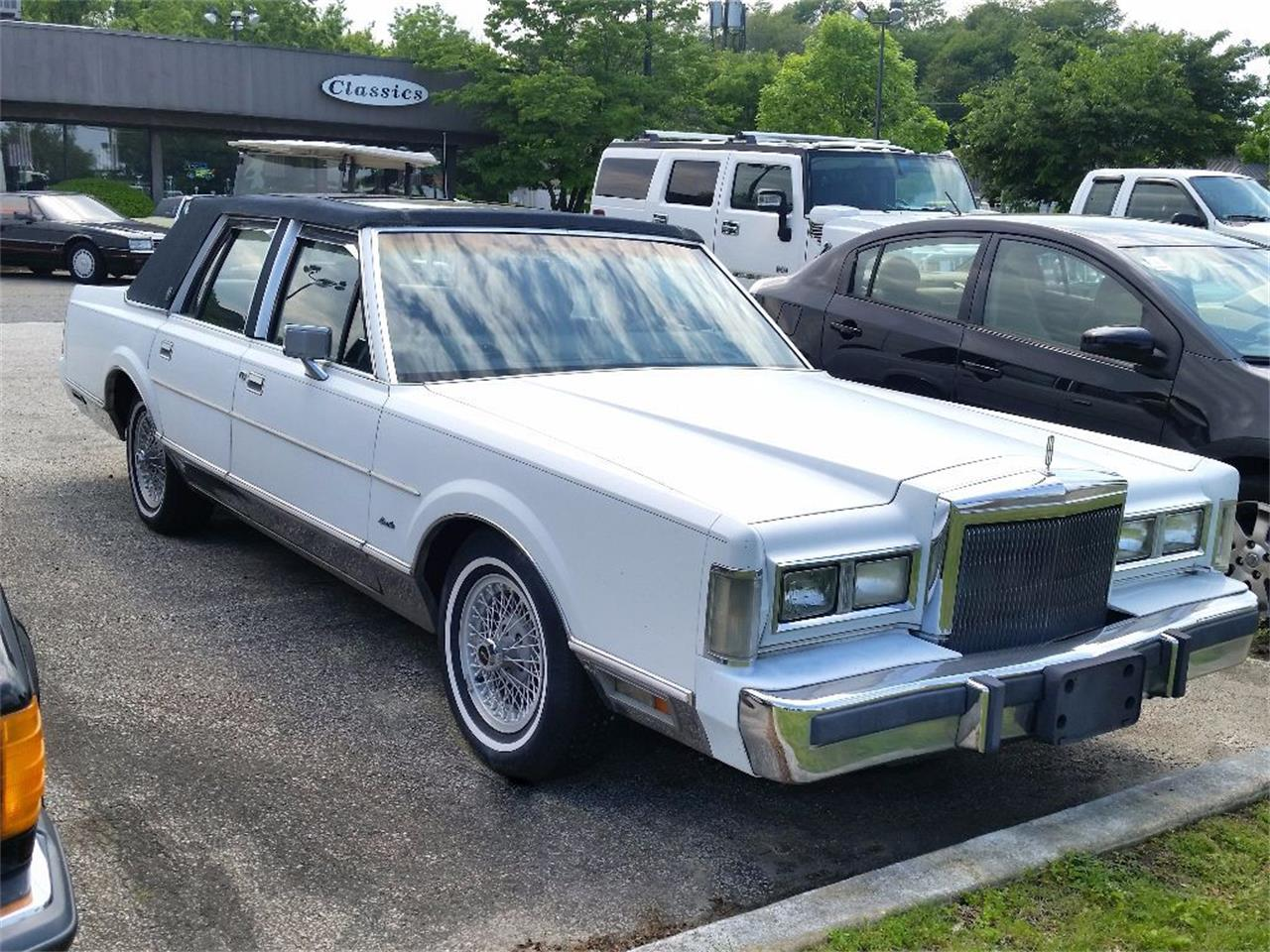 1988 lincoln town car for sale cc 1136559. Black Bedroom Furniture Sets. Home Design Ideas
