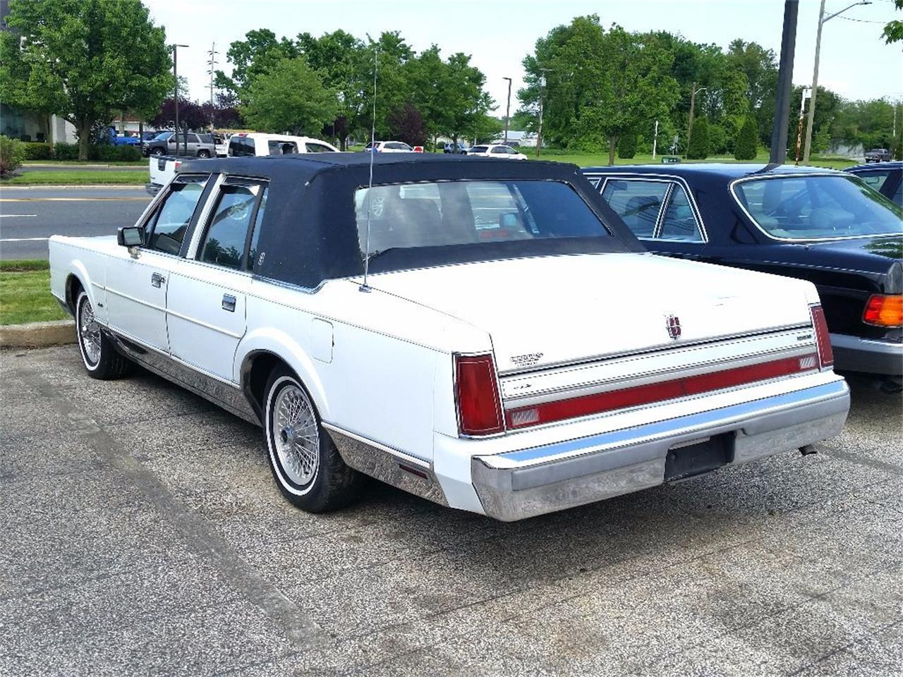 Large Picture of 1988 Lincoln Town Car Offered by Black Tie Classics - OCZ3