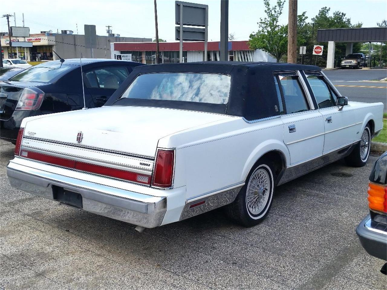 Large Picture of '88 Town Car located in Stratford New Jersey Offered by Black Tie Classics - OCZ3
