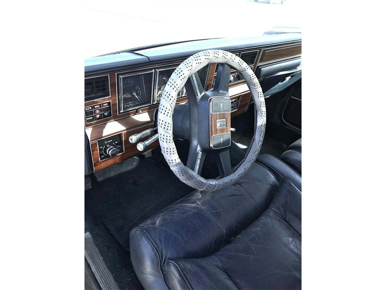 Large Picture of 1988 Lincoln Town Car - OCZ3