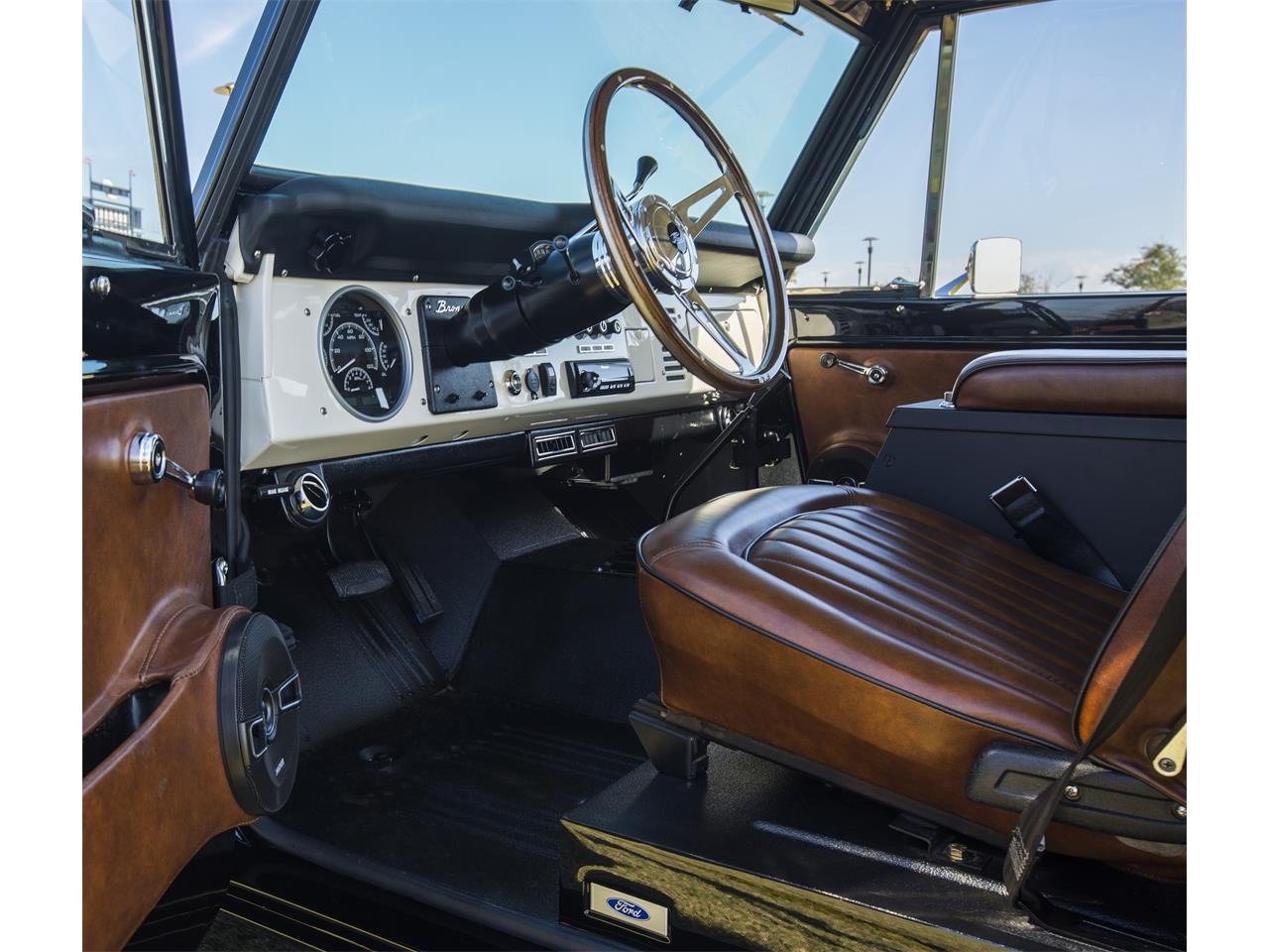 Large Picture of '76 Ford Bronco Offered by Velocity Restorations - OEPC