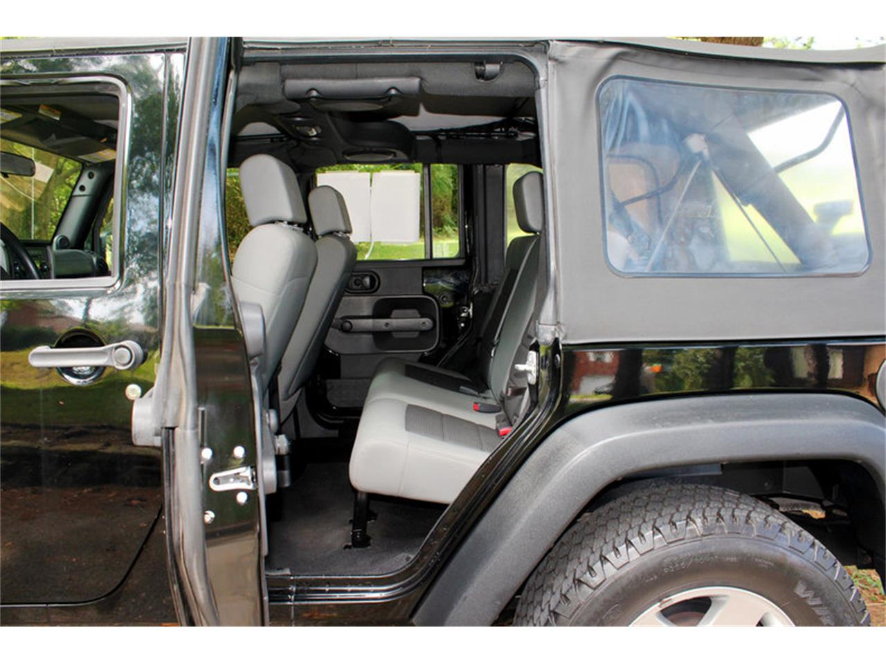 Large Picture of 2009 Jeep Wrangler located in Tennessee - $17,900.00 Offered by Smoky Mountain Traders - OH0K