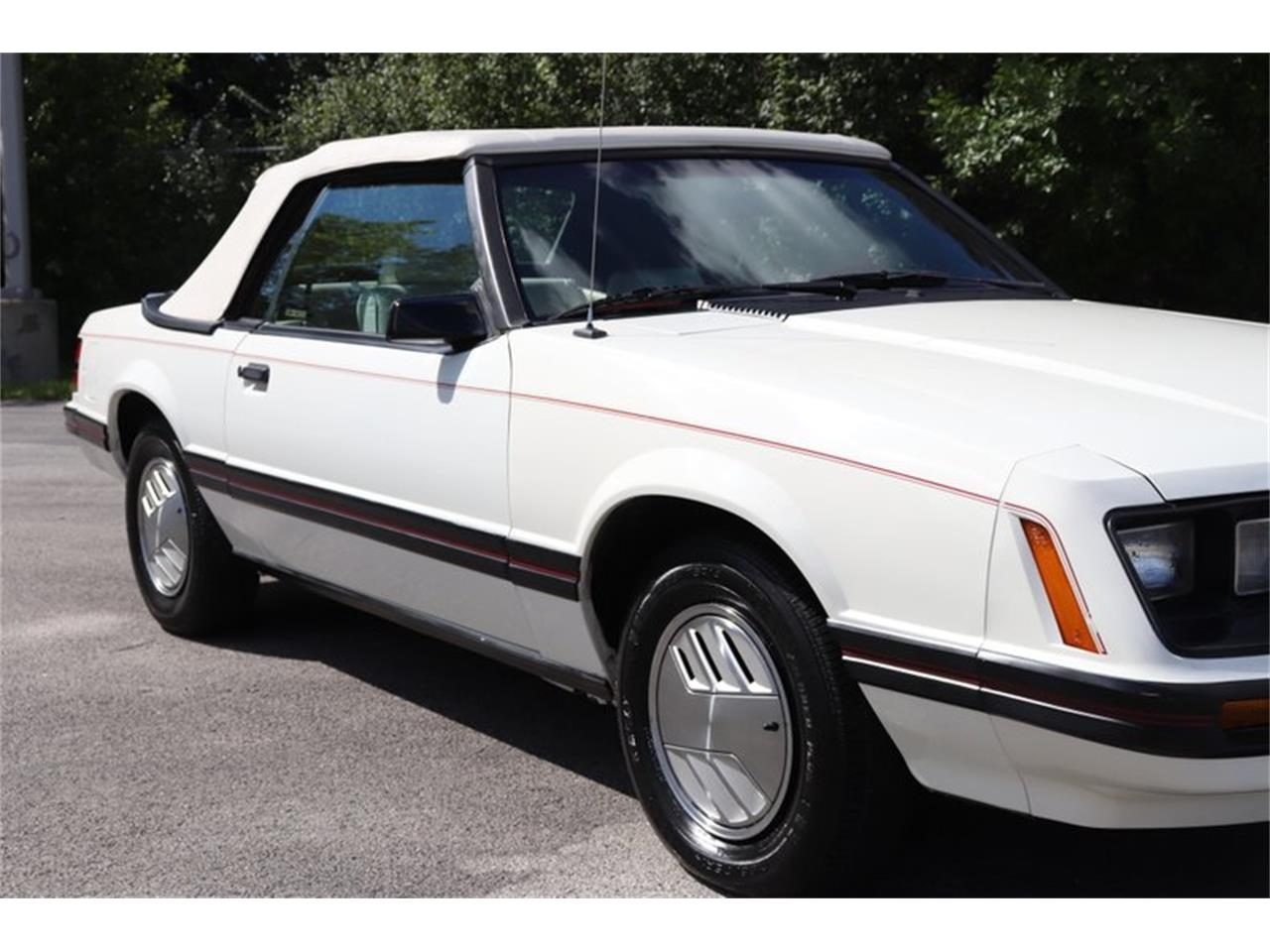 Large Picture of '83 Ford Mustang located in Alsip Illinois - OHLI