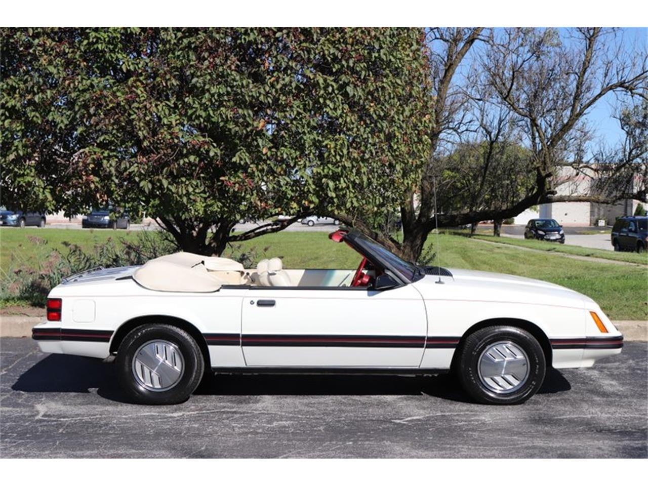 Large Picture of 1983 Ford Mustang located in Illinois - OHLI