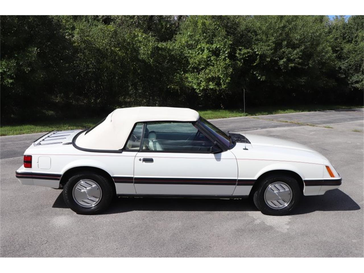 Large Picture of 1983 Mustang located in Illinois - OHLI