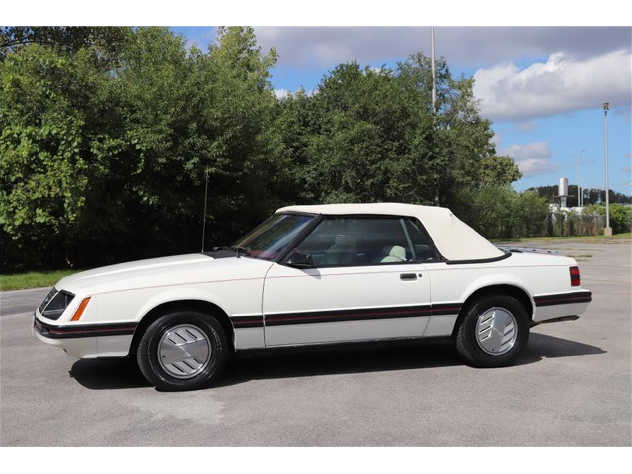 Large Picture of '83 Mustang Offered by Midwest Car Exchange - OHLI