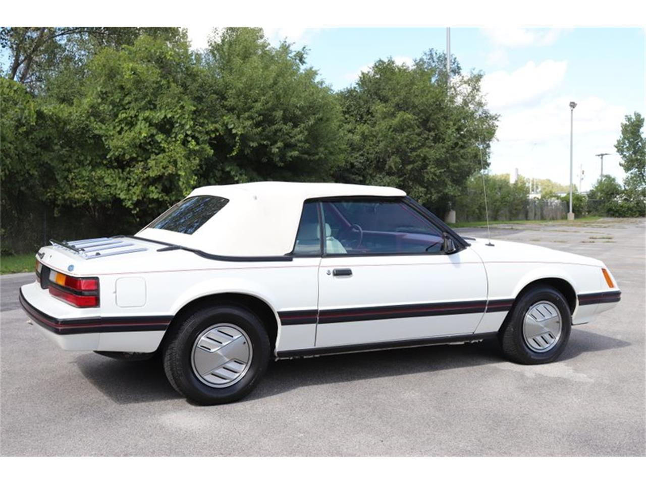 Large Picture of '83 Ford Mustang - $7,900.00 Offered by Midwest Car Exchange - OHLI