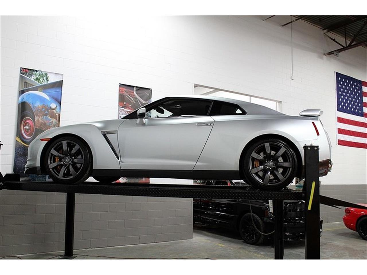 Large Picture of 2009 Nissan GT-R - OIG1