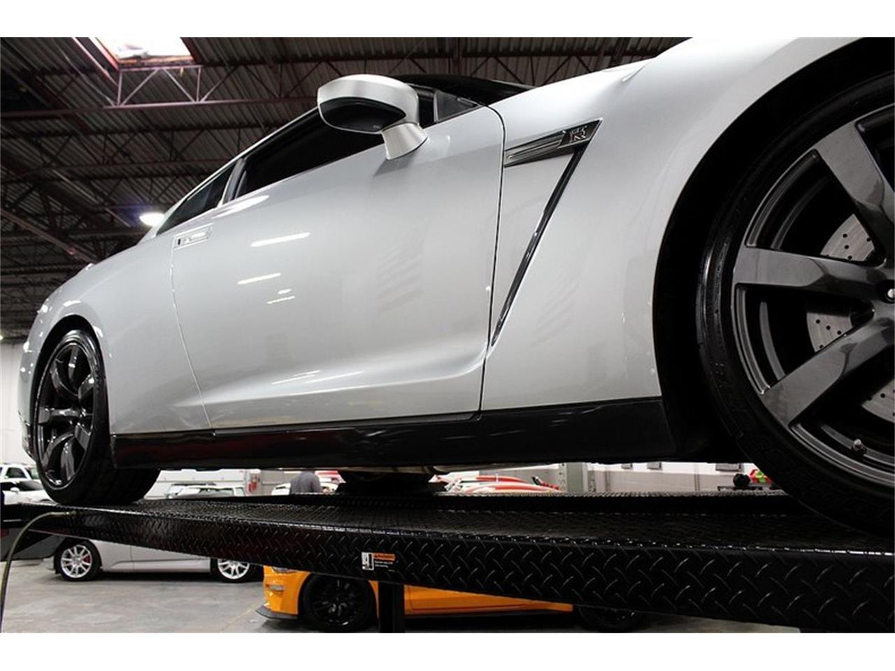 Large Picture of '09 Nissan GT-R - $59,900.00 Offered by GR Auto Gallery - OIG1