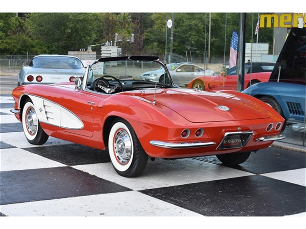 Large Picture of 1961 Chevrolet Corvette - OIUF