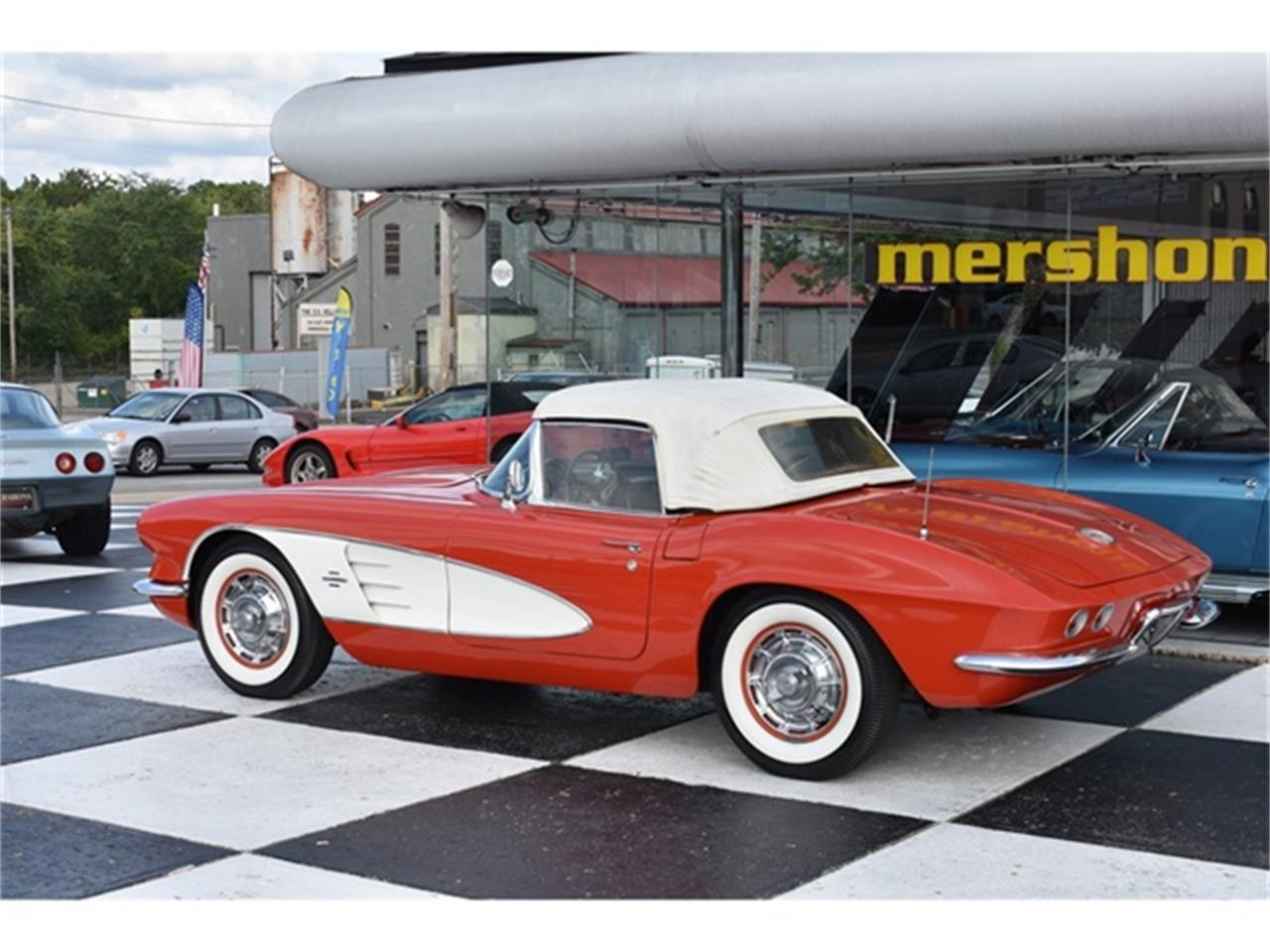 Large Picture of Classic 1961 Corvette - OIUF