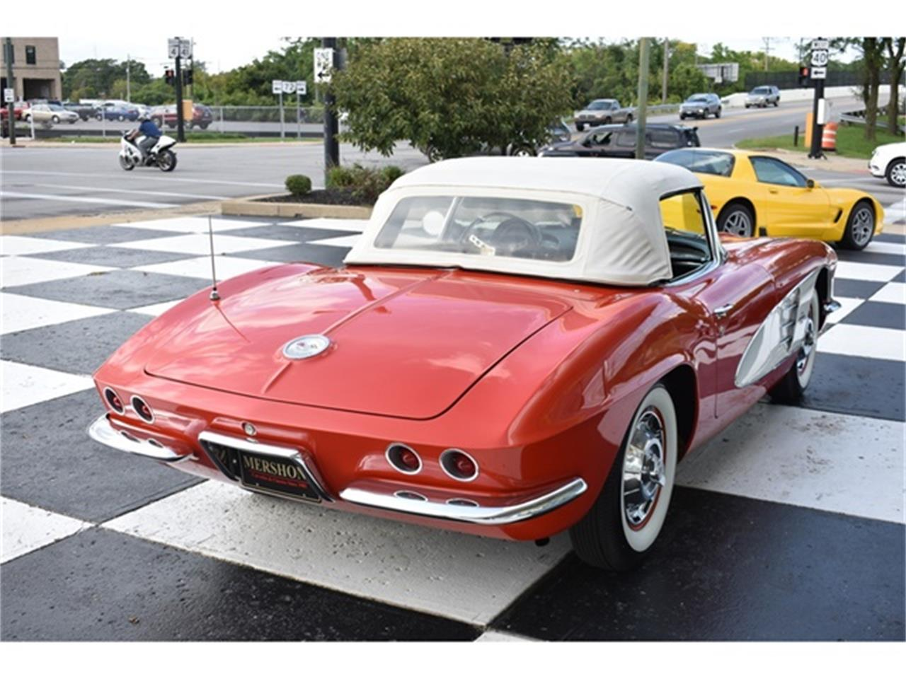 Large Picture of Classic 1961 Chevrolet Corvette - OIUF