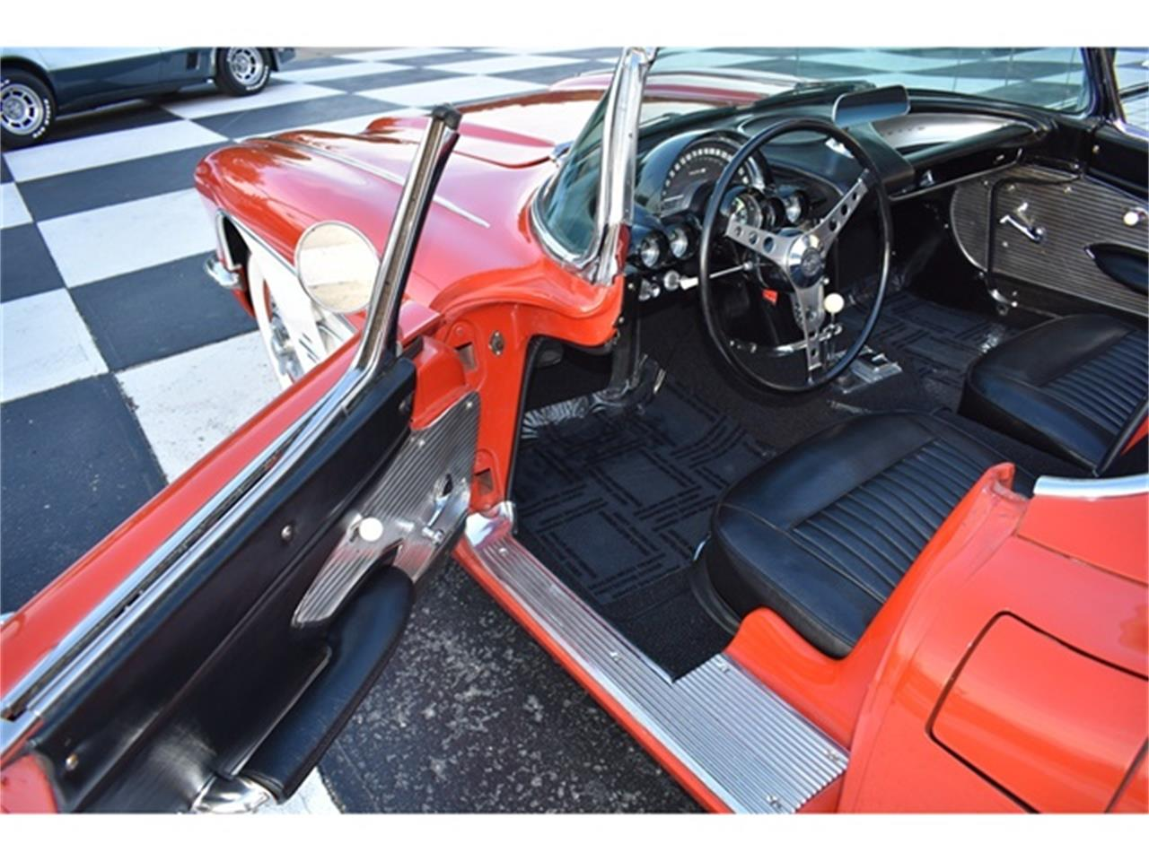 Large Picture of Classic '61 Chevrolet Corvette - OIUF
