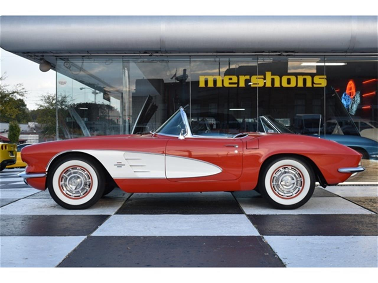 Large Picture of '61 Chevrolet Corvette Offered by Mershon's - OIUF