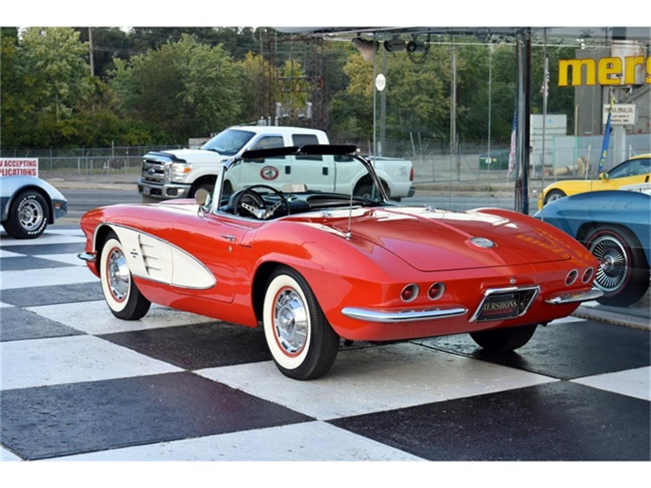 Large Picture of '61 Corvette located in Springfield Ohio - OIUF