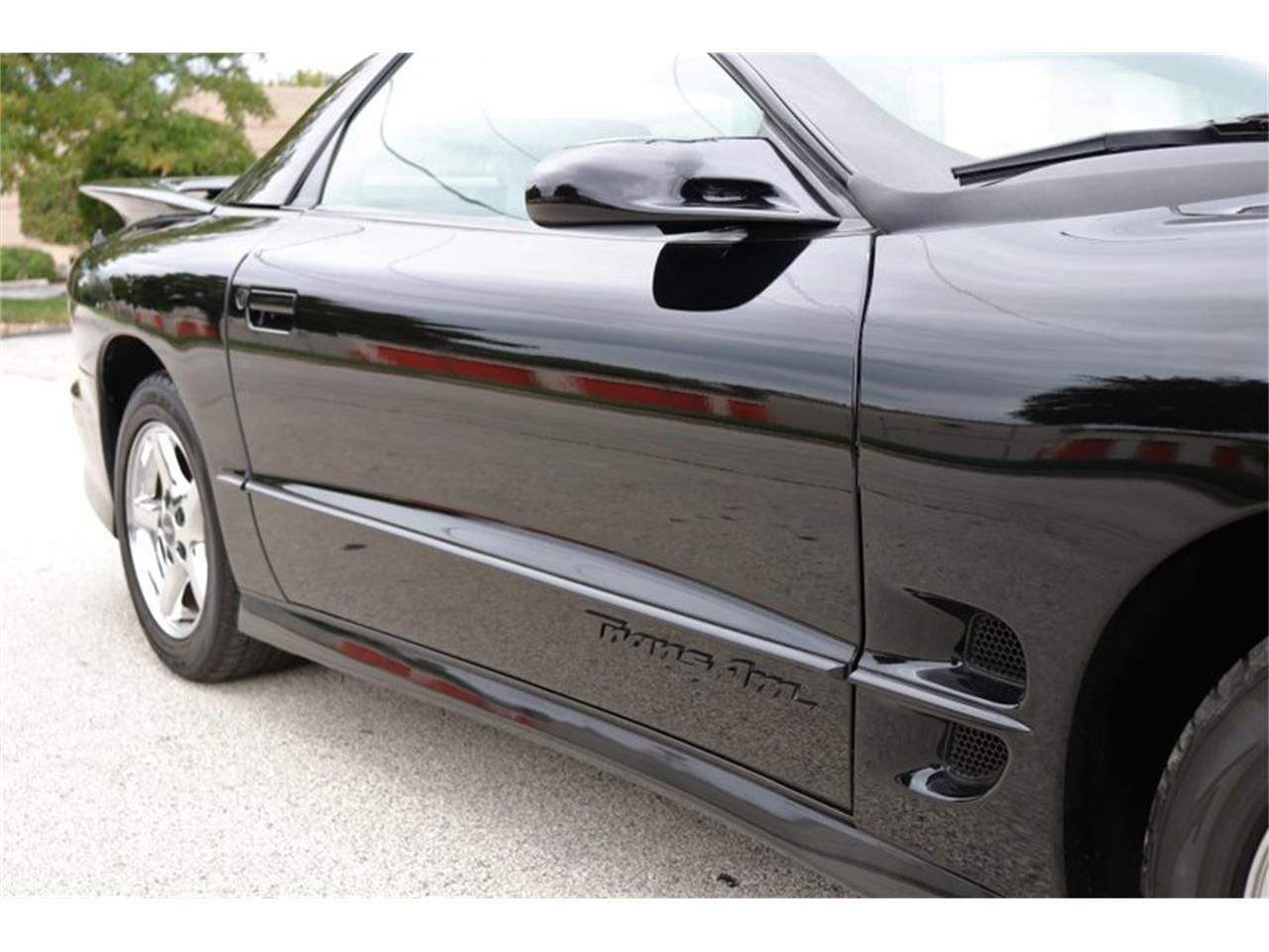 Large Picture of '98 Firebird Trans Am - $16,900.00 Offered by Midwest Car Exchange - OIXQ