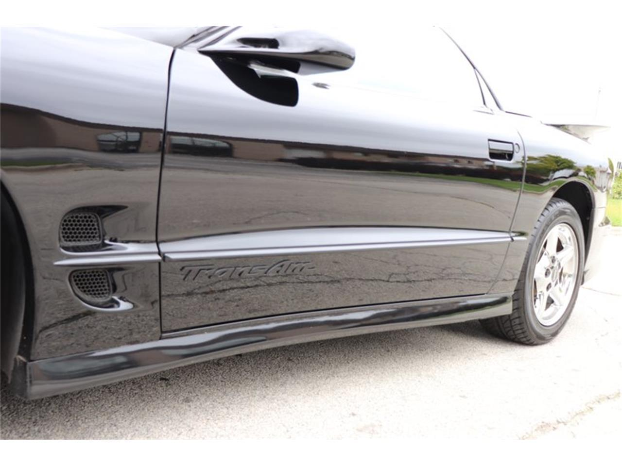 Large Picture of 1998 Pontiac Firebird Trans Am - $16,900.00 Offered by Midwest Car Exchange - OIXQ