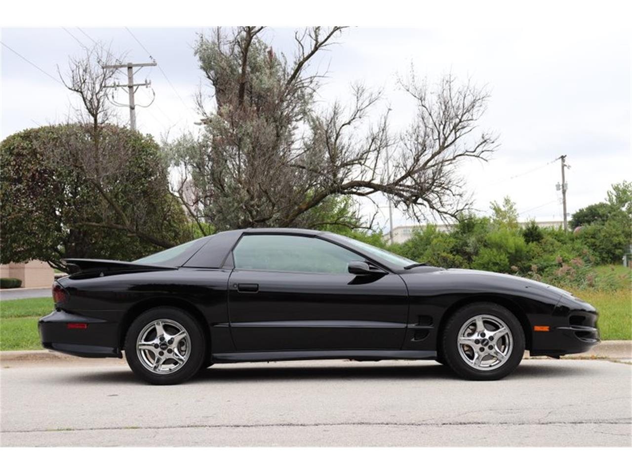 Large Picture of 1998 Firebird Trans Am located in Alsip Illinois - $16,900.00 Offered by Midwest Car Exchange - OIXQ