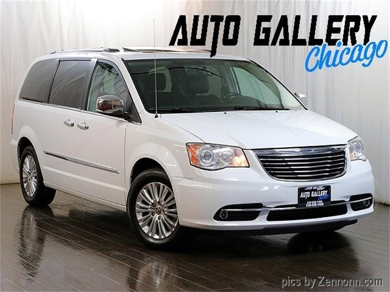 Large Picture Of 2017 Chrysler Town Country Located In Illinois Oj