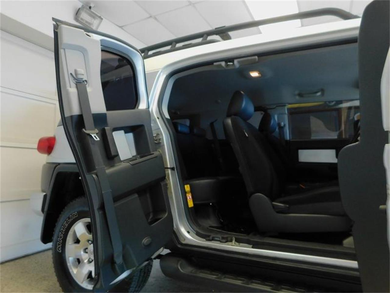 Large Picture of '07 Toyota FJ Cruiser located in New York Offered by Superior Auto Sales - OKX8