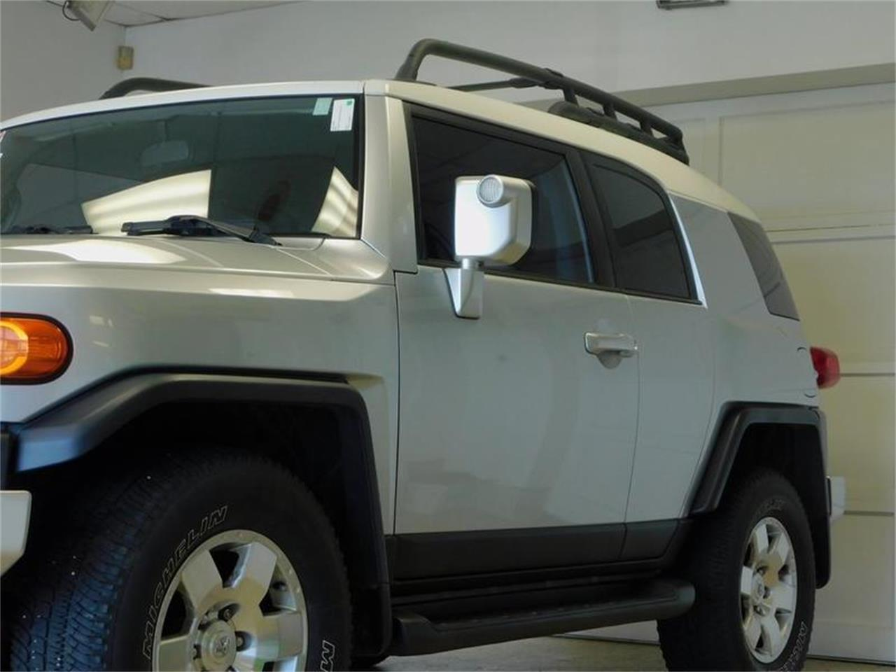 Large Picture of 2007 Toyota FJ Cruiser located in New York - OKX8