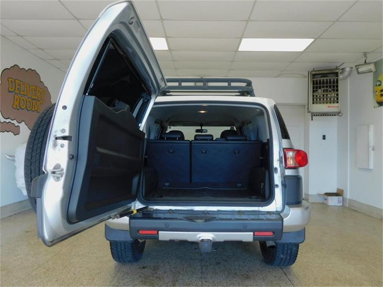 Large Picture of 2007 FJ Cruiser located in Hamburg New York - $14,988.00 Offered by Superior Auto Sales - OKX8