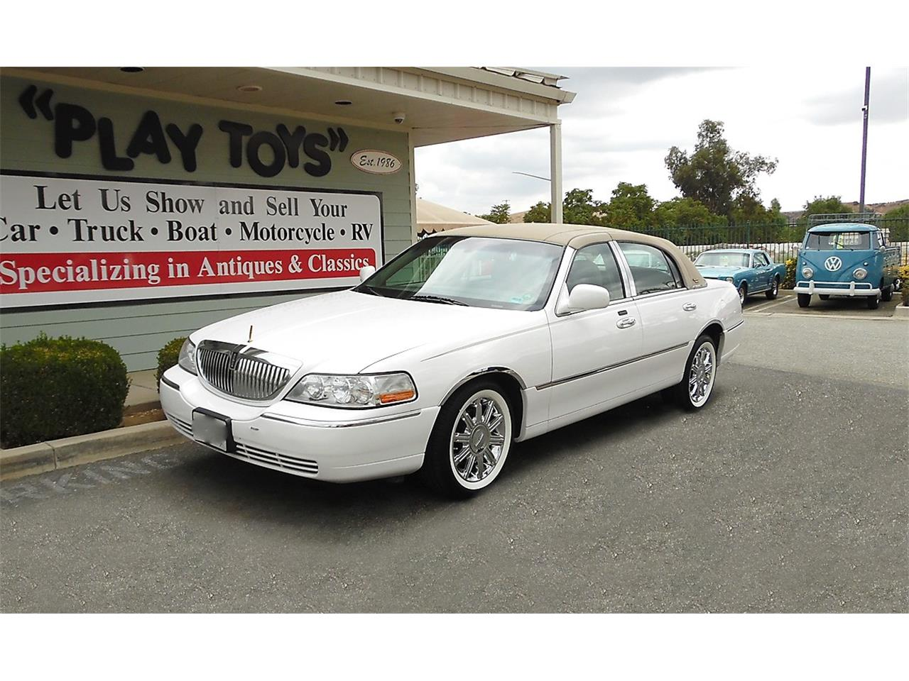 Large Picture Of 09 Lincoln Town Car Omuk