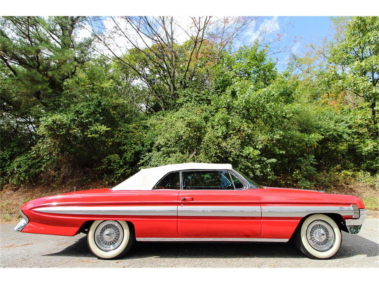 Large Picture of 1961 Starfire Offered by Leake Auction Company - OONR