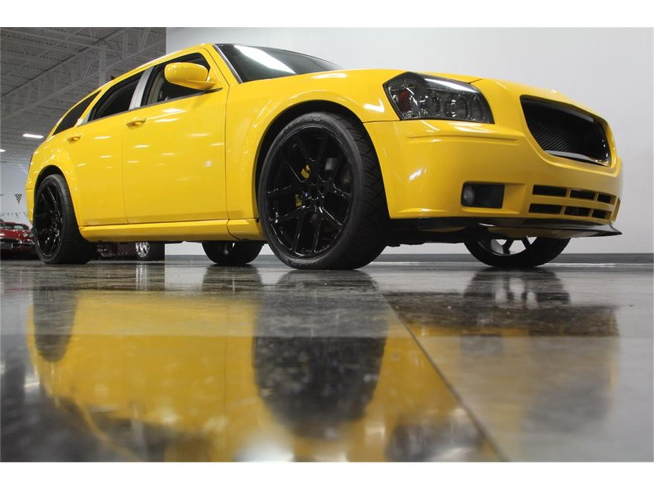 Large Picture of '05 Dodge Magnum located in Concord North Carolina - OORB