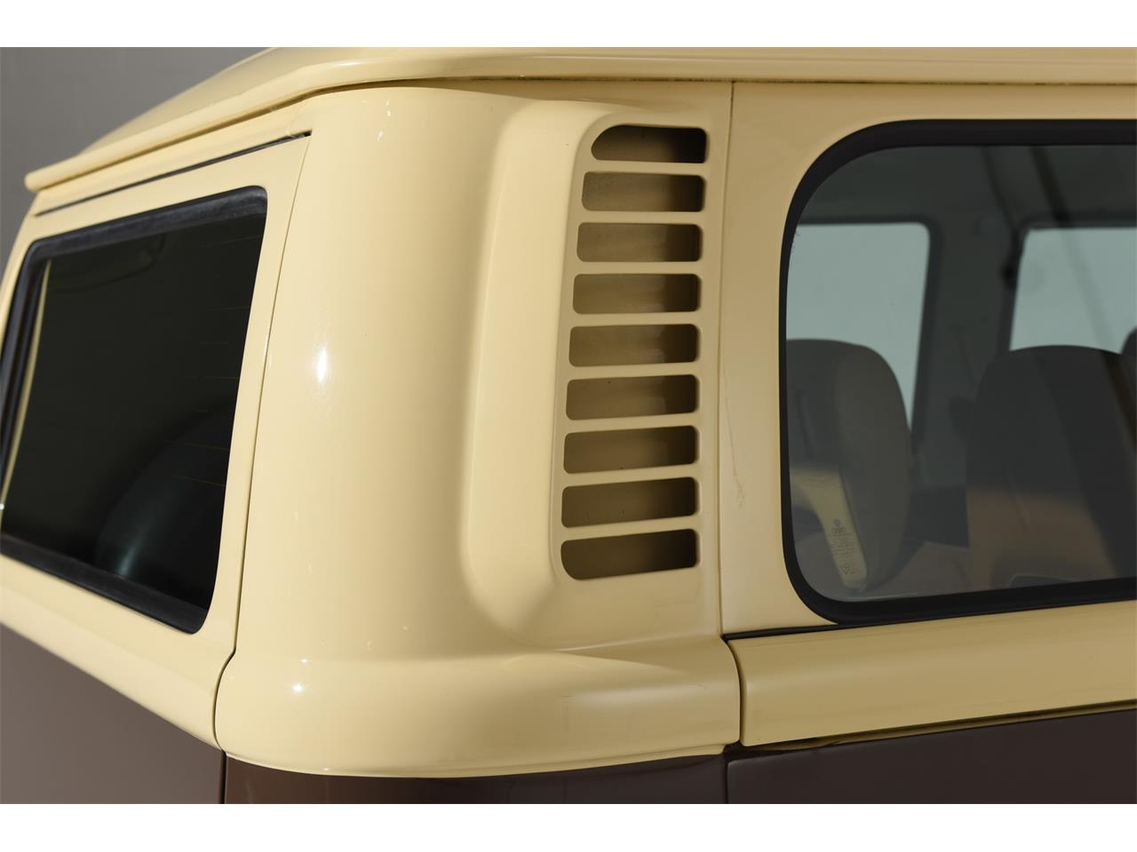Large Picture of '78 Volkswagen Bus located in New York Auction Vehicle Offered by Motorcar Classics - OOW9