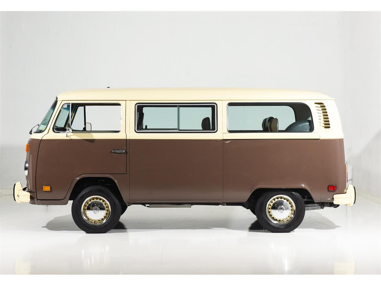 Large Picture of '78 Volkswagen Bus located in New York Auction Vehicle - OOW9