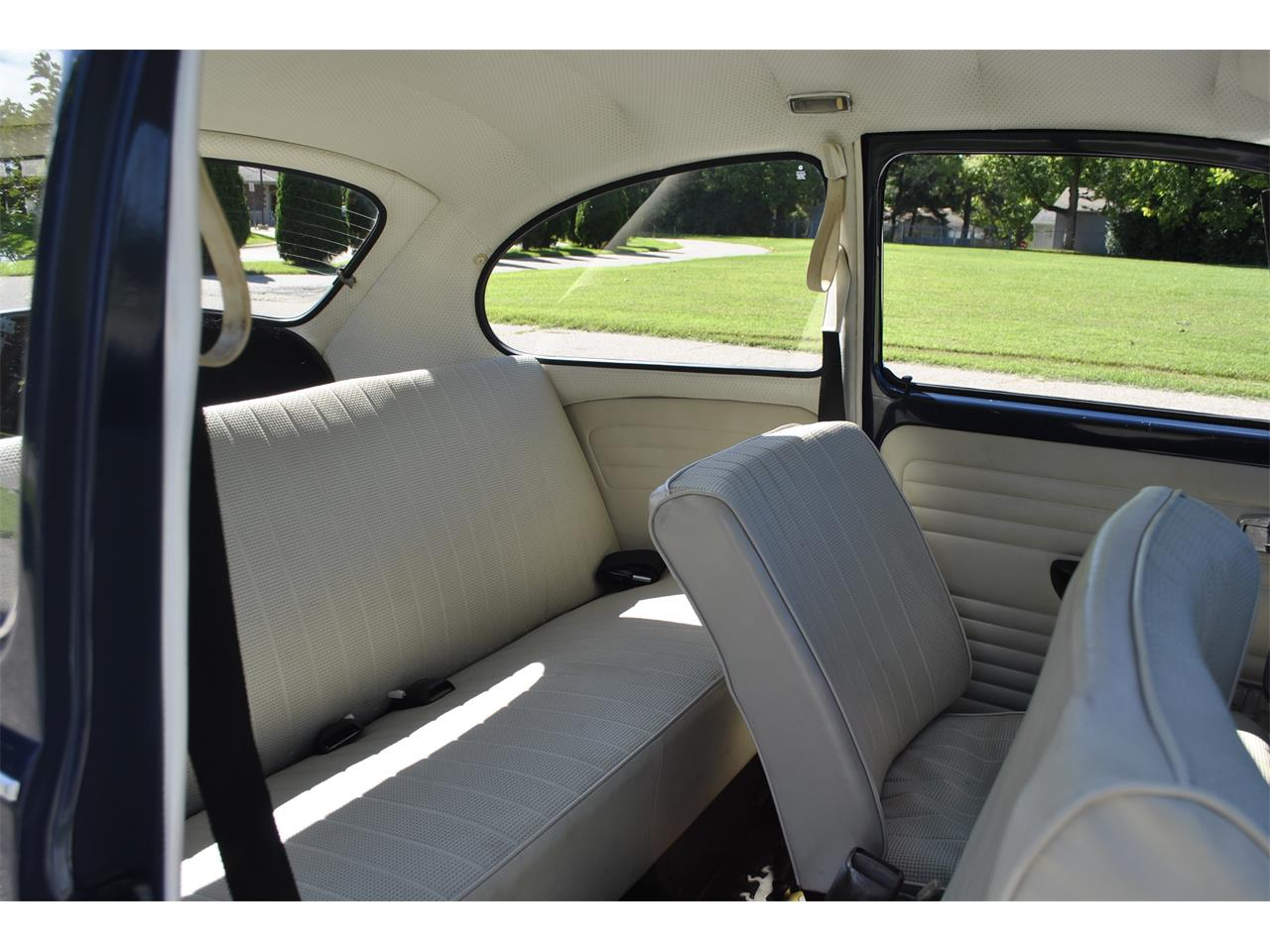 Large Picture of Classic '69 Beetle located in Indiana Auction Vehicle Offered by Earlywine Auctions - OP65